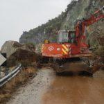 Σε συναγερμό η Περιφέρεια Βορείου Αιγαίου μετά τις καταπτώσεις βράχων στο Πλωμάρι