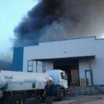 O Σ.Π.Α.Π. συμμετείχε με εθελοντές και οχήματα στην προσπάθεια κατάσβεσης της πυρκαγιάς που ξέσπασε σε αποθήκη στα Γλυκά Νερά