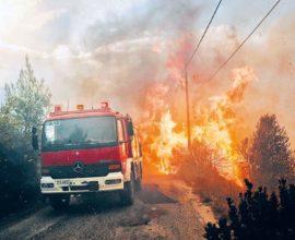Ενισχύονται οι πυροσβεστικές δυνάμεις στο πύρινο μέτωπο στη Μεγαλόπολη Αρκαδίας – Πυρκαγιά στα Κρητικά Κέρκυρας