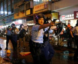 Κλιμάκωση της κρίσης στο Χόνγκ Κόνγκ , πυροβολισμοί αστυνομικού σε διαδηλωτές