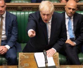 Οι δημοσκοπήσεις στη Βρετανία δείχνουν με διαφορά Τζόνσον