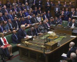 Ήττα Τζόνσον- Πέρασε στο κοινοβούλιο τροπολογία για νέα παράταση στο Brexit