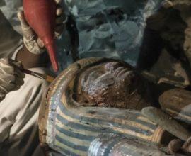 Σημαντική ανακάλυψη: Αρχαιολόγοι έφεραν στο φως 30 ξύλινες σαρκοφάγους με μούμιες