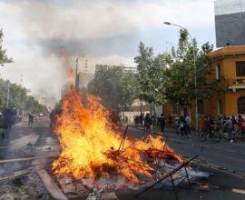 Τρείς νεκροί σε ταραχές στο Σαντιάγκο της Χιλής