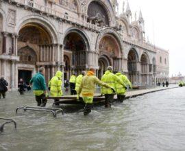 Έκλεισε ο δήμαρχος της Βενετίας την πλατεία του «Αγίου Μάρκου»