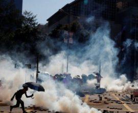 Βίαιες συγκρούσεις στο υπό πολιορκία Πολυτεχνείο του Χονγκ Κονγκ