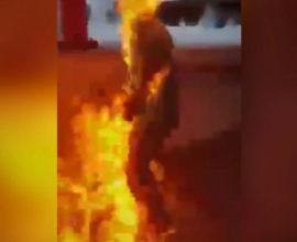 Βίντεο που σοκάρει- Διαδηλωτές πυρπόλησαν άνδρα στο Χόνγκ Κόνγκ
