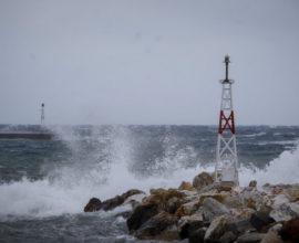 Επιδείνωση του καιρού τις επόμενες ώρες – Έρχονται ισχυρές καταιγίδες και λασποβροχές
