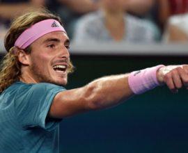 Επιβλητική νίκη Τσιτσιπά στον «βασιλιά» του τένις Φέντερερ