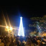 Φωταγωγήθηκε το Χριστουγεννιάτικο Δέντρο του Δήμου Οιχαλίας