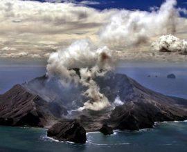 Συναγερμός στη Ν. Ζηλανδία από την έκρηξη του ηφαιστείου Ουακατάνε – 100 άνθρωποι βρίσκονταν πάνω ή γύρω από το νησάκι Γουάιτ όταν εξερράγη