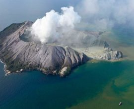 Συναγερμός στη Νέα Ζηλανδία: Αυξημένος ο κίνδυνος για νέες ηφαιστειακές εκρήξεις