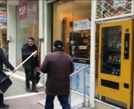 Τετρακόσια φτυάρια αποχιονισμού μοίρασε ο δήμος Εορδαίας στα καταστήματα της Πτολεμαΐδας