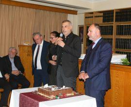 Ο Δήμαρχος Πειραιά Γιάννης Μώραλης στην κοπή της πρωτοχρονιάτικης πίτας του Βιοτεχνικού Επιμελητηρίου Πειραιά