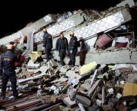 Σεισμός στην Τουρκία: Τουλάχιστον 22 οι νεκροί – Αγωνία για τους εγκλωβισμένους