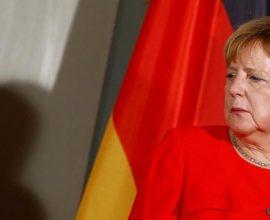 Διχασμένοι οι Γερμανοί για την παραμονή της Μέρκελ στην καγκελαρία