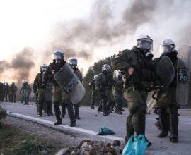 Γενικευμένη επίθεση των ΜΑΤ στο Διαβολόρεμα Λέσβου σε χιλιάδες κόσμου – Σκηνές πολέμου