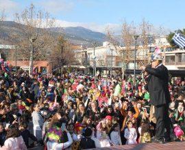 Ξέφρενο κέφι και αθρόα συμμετοχή στην Αποκριάτικη Παρέλαση του Δήμου Φυλής