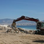 Καθαρισμός της παραλίας Φρεαττύδας από τον Δήμο Πειραιά