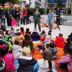 Κέφι, χορός και παιχνίδι στην παιδική αποκριάτικη εκδήλωση στην πλατεία Πηγάδας από τον Δήμο Πειραιά