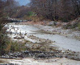 Ασυνείδητοι εναπόθεσαν επικίνδυνα απόβλητα στον Ασωπό ποταμό-Άμεσα κινητοποιήθηκε ο Δήμος Ωρωπού για να προστατευθεί η δημόσια υγεία