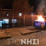 Έπνιξαν τη Μυτιλήνη στα δακρυγόνα για να αποβιβαστούν τα ΜΑΤ