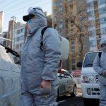 Εξαπλώνεται ανησυχητικά εκτός Κίνας ο κορονοϊός – 2.458 θύματα
