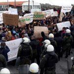 Παρατάχθηκαν στο Διαβολόρεμα Περιφερειάρχης, Δήμαρχος και κάτοικοι-Έτοιμοι να συγκρουστούν με τα ΜΑΤ