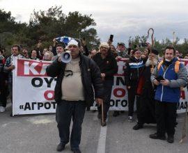Μυτιλήνη: Πλήθος κόσμου στην πορεία διαμαρτυρίας στο πλαίσιο 24ωρης απεργίας
