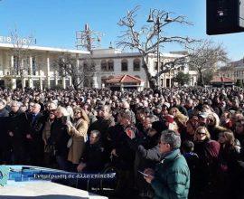 Χίος: Συγκέντρωση χιλιάδων κατοίκων στην κεντρική πλατεία – Διαμαρτυρία στο ΑΤ Χίου (βίντεο)