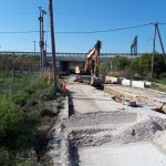 Δήμος Βέλου Βόχας: Εργασίες αποστράγγισης όμβριων υδάτων στη γέφυρα Βοχαϊκού