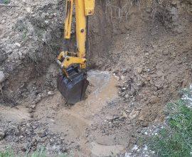 Συνεργεία της ΔΕΥΑΚ επιχειρούν για την αποκατάσταση βλάβης στον σύνδεσμο τροφοδοσίας της Τ.Κ. Κούκου