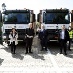 Ο Περιφερειάρχης Αττικής παρέδωσε σήμερα στον Δήμαρχο Περιστερίου 4 απορριμματοφόρα και 500 καφέ κάδους για τη συλλογή οργανικών αποβλήτων
