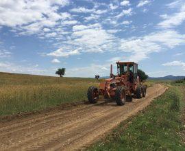 Εργασίες αποκατάστασης αγροτικής οδοποιίας στον Δήμο Μαρώνειας – Σαπών
