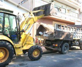 Συνεχίζονται οι επιχειρήσεις καθαρισμού κοινόχρηστων χώρων από τον Δήμο Πειραιά