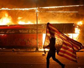 Ξεχειλίζει η οργή στις ΗΠΑ: Ταραχές σε πολλές πόλεις – Σε ετοιμότητα στρατιωτικές μονάδες για επέμβαση στη Μινεσότα