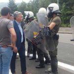 Απρόκλητη επίθεση των ΜΑΤ με χημικά στους κατοίκους στη Μαλακάσα – Χτύπησαν τον Δήμαρχο Ωρωπού