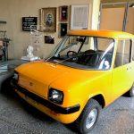To πρώτο σύγχρονο ηλεκτρικό αυτοκίνητο, αντικατοπτρίζει την πρωτοποριακή για τα ελληνικά δεδομένα βιομηχανική ιστορία της Σύρου
