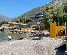 Δήμος Θηβαίων: Τοποθετήθηκαν σε 3 παραλίες ράμπες πρόσβασης ΑΜΕΑ στη θάλασσα