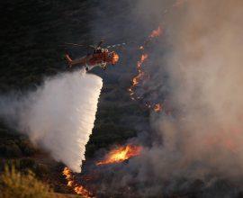 Πυρκαγιά σε δασική έκταση στην Πούντα Ζέζα, στο Λαύριο Αττικής-Εκκενώνονται οικισμοί