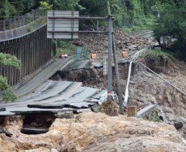 Φονικές πλημμύρες στην Ιαπωνία-Συνεχίζονται οι έρευνες των σωστικών συνεργείων