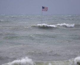 Β. Καρολίνα : Έφτασε ο τυφώνας Ησαΐας -Προειδοποίηση για καταστροφικές πλημμύρες