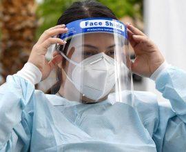Κορoνοϊός: Καλύτερη η μάσκα ή η ασπίδα προσώπου;