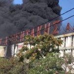 Άμεση η συνδρομή της Περιφέρειας Αττικής στην αντιμετώπιση φωτιάς σε εργοστάσιο ανακύκλωσης πλαστικών στη Μεταμόρφωση
