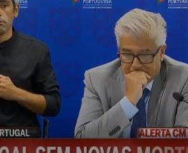 Η συγκινητική στιγμή που ο Πορτογάλος υπουργός Υγείας ανακοινώνει «μηδέν νεκρούς» για πρώτη φορά