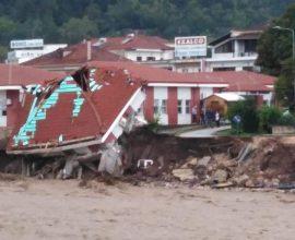 Κακοκαιρία «Ιανός»: Βίντεο με drone με τις ζημιές στο Μουζάκι που «βούλιαξε»