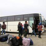 Στα Καμένα Βούρλα λεωφορεία με μετανάστες χωρίς ειδοποίηση – Δήμαρχος: «Αρνούμαστε να αποφασίζουν για μας χωρίς εμάς»
