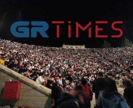Θεσσαλονίκη: «Έγραψαν» τα μέτρα και μάζεψαν σε θέατρο χιλιάδες κόσμου – Απούσες οι Αρχές