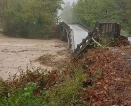 Στο έλεος του «Ιανού» η Ελλάδα: Νεκρή γυναίκα στα Φάρσαλα, δύο αγνοούμενοι στην Καρδίτσα –  Διακοπές ρεύματος, πλημμύρες και πτώσεις δέντρων