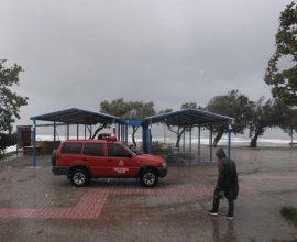 Η επέλαση του Ιανού: ΤΩΡΑ Αποκλειστικό βίντεο από την παραλία Κατακόλου στην Ηλεία